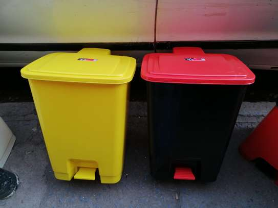 Step Pedal Dustbin - 30ltrs image 1