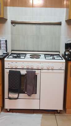 Oven big size with 4gas 2electric burners image 4