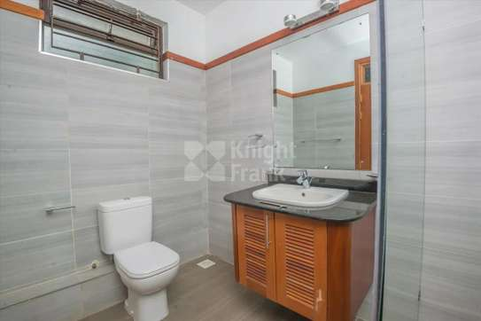 Stunning 5 Bedroom Townhouse to rent in Lavington image 6
