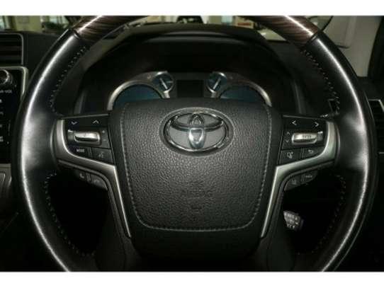 Toyota Land Cruiser Prado image 8
