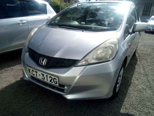 Very clean and well maintained 2011 Honda fit for sale for Kshs.630,000/- only image 4