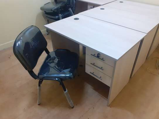 Advantage Desk/Chair Package