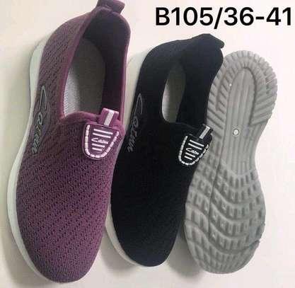 Sports shoes/unisex image 1