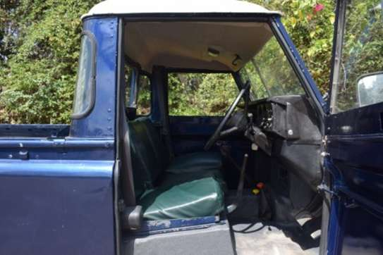 Land Rover 109 image 6