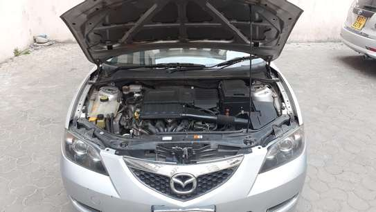 Mazda Axela image 2