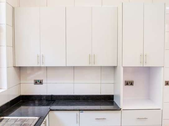 Red Hill - Flat & Apartment image 13