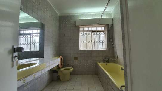 5 bedroom house for rent in Nyari image 11