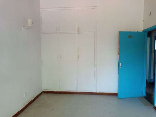 237 m² office for rent in Kilimani image 8