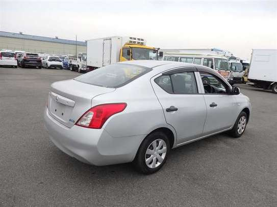 Nissan Tiida image 3