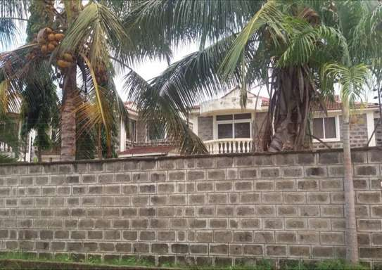 4 bedroom house, one master en-suite, with SQ. Located in Mombasa bamburi( Utange). image 4