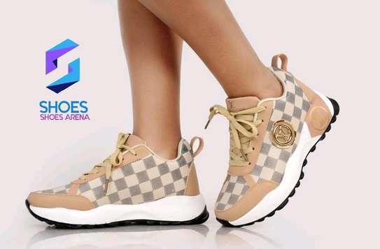 Original Lv sneakers image 3