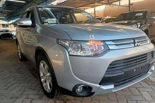 Mitsubishi Outlander image 2