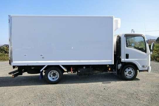 Isuzu ELF Truck image 7