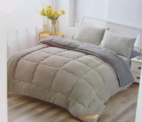 Woollen duvet plain colour with 1bedsheet n 2pillowcases 6 by 6 image 6