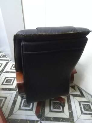 EXECUTIVE OFFICE CHAIR - RECLINER image 3