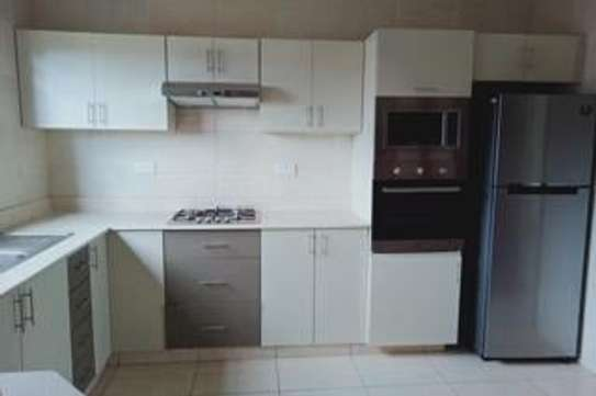 Furnished 3 bedroom apartment for rent in Rhapta Road image 6