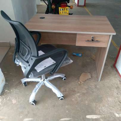 Office table and office chair image 1