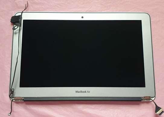 Apple Macbook Air/Pro  Screens Replacement image 6