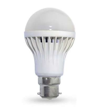LED Light/Darkness Sensor Bulb Automatic - Off White