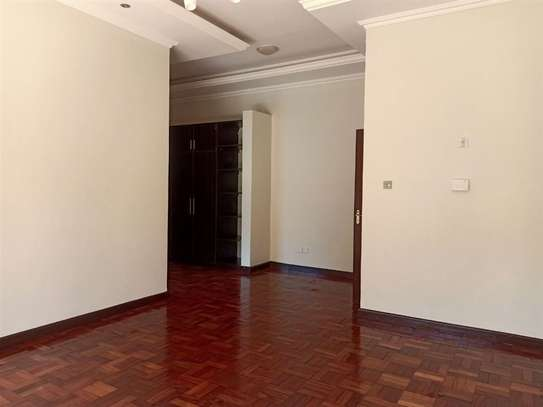 4 bedroom house for rent in Rosslyn image 9