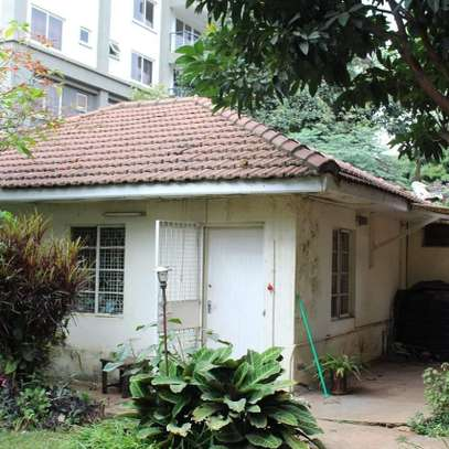 An old fashioned 3bedroom bungalow for commercial use image 2