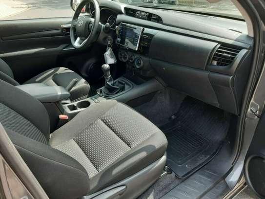 Toyota Hilux image 8