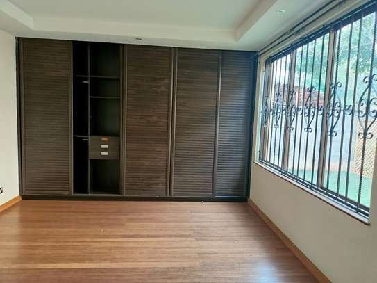 5 bedroom house for rent in Spring Valley image 13