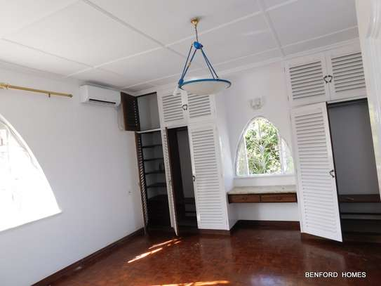 6 bedroom house for rent in Nyali Area image 13