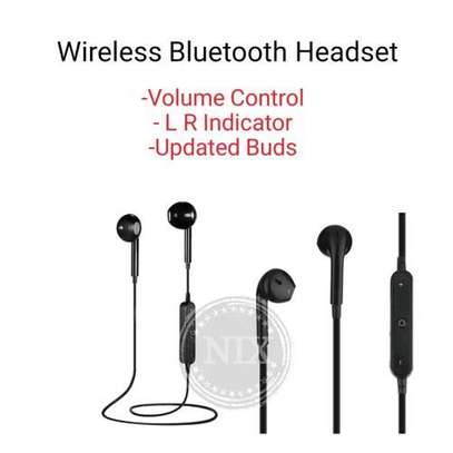 In-ear Bluetooth music sports earphones -Black image 2