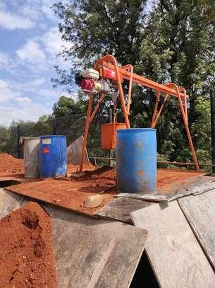 1 Tonne concrete crane. image 1