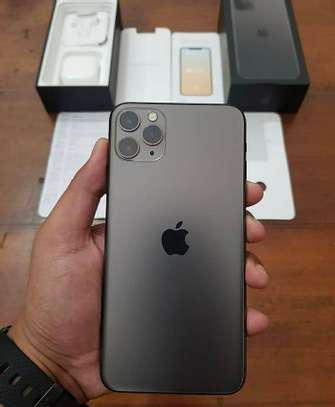 Apple iphone 11 pro 512gb Green like a new one image 2