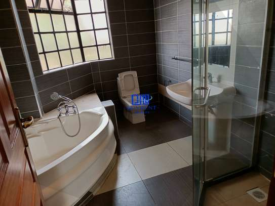 4 bedroom house for rent in Gigiri image 16