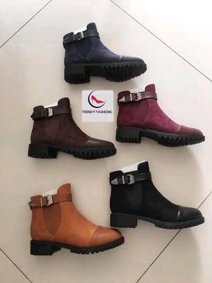 Elegant boots image 1