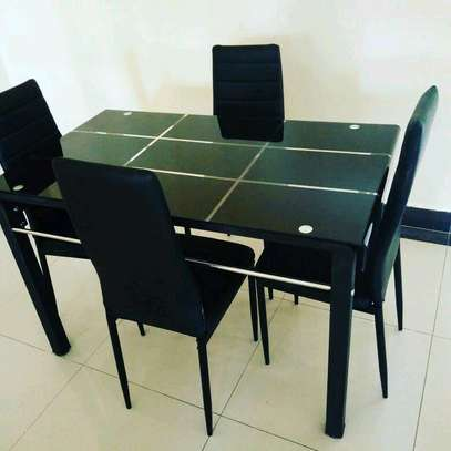 4seaters dining table
