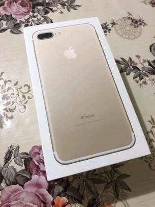 An Apple Iphone 7 Plus [ 256 Gigabytes Gold ] image 3