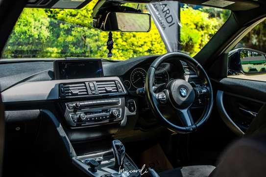 BMW 320i Sport image 9
