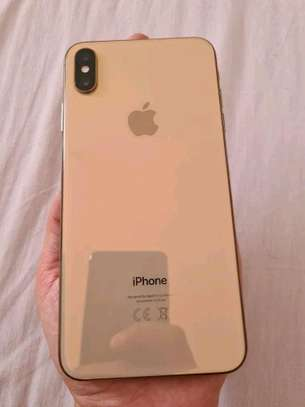 Apple Iphone xs max 512 Gigabytes Gold & Airpods image 3