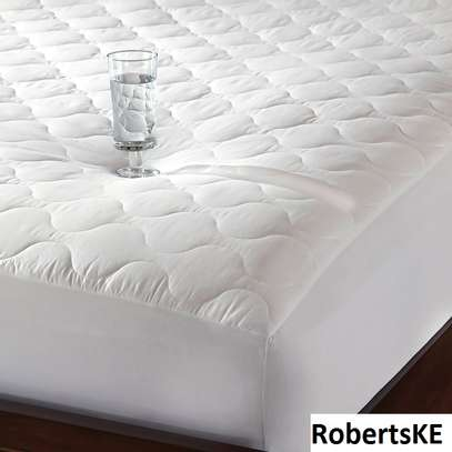 white quilted waterproof mattress protector 6by6 image 1