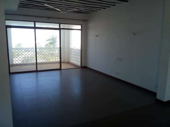 3 BEDROOM APARTMENT FRONT ROW image 5