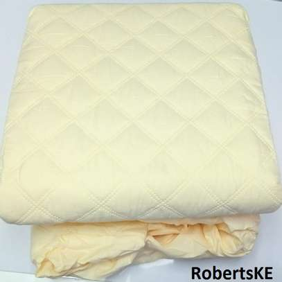 Breathable colored mattress protector 6by6 image 1