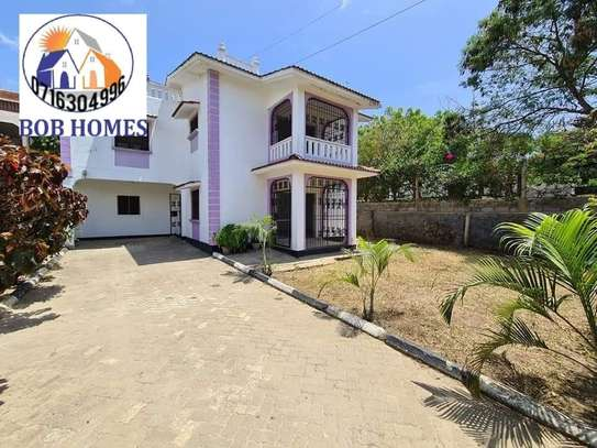 3 bedroom house for rent in Nyali Area image 2