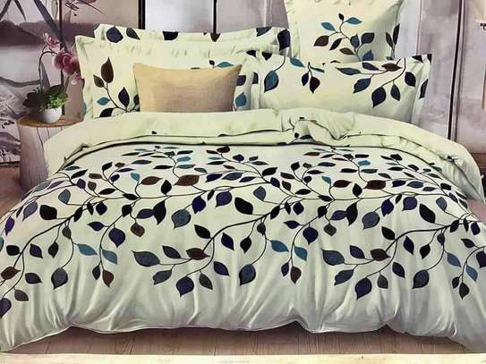 Pretty White With Black And Blue Leaf Comforter