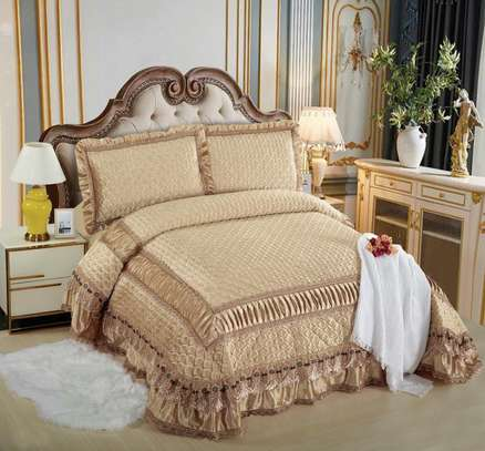 Bed cover and two pillows set-6x6 image 2