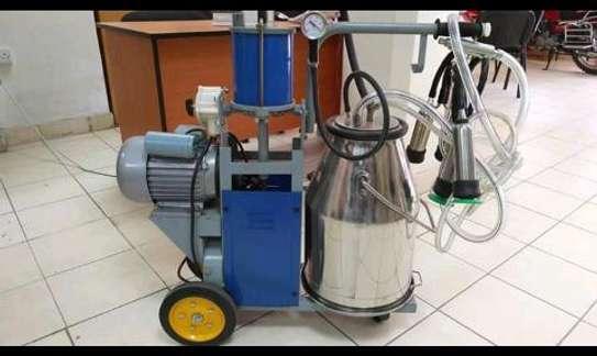 Brand new milking machine image 1