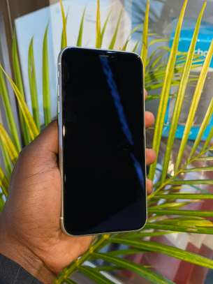 Clean iPhone Xr 64gb image 1