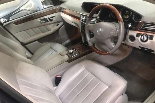 Mercedes-Benz 200E image 5