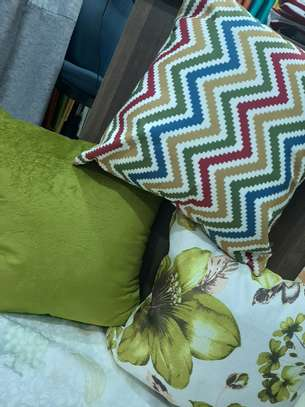 MIX AND MATCH QUALITY THROW PILLOWS image 4