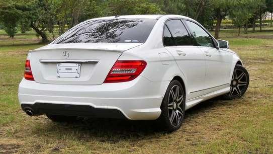 Mercedes-Benz C180 image 9