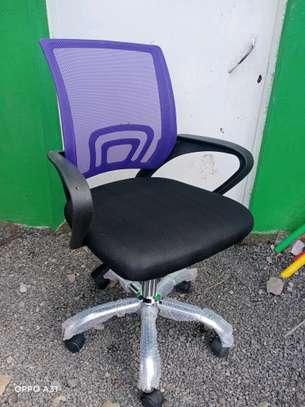 Swivel mesh chair image 1