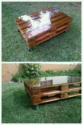 Beautiful Quality Pallet Table image 2